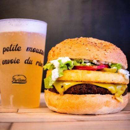 Photo de Portland burgers, membre de Bout à Bout, réseau de réemploi des bouteilles en verre en Pays de la Loire